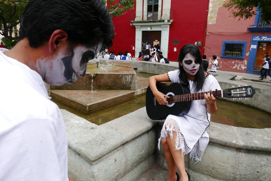 More young love, Oaxaca style...